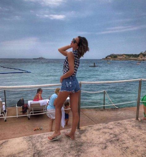 Ольга Бузова будет целый день нежиться на пляже княжества